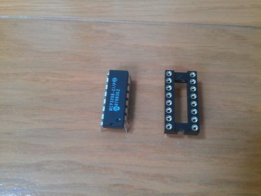ADコンバータ MCP3208